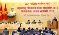 Premier vietnamita exalta labores de la Oficina del Gobierno
