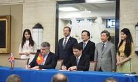 Firman 23 memorandos en Foro de Promoción de Inversiones y Cooperación Educativa Vietnam-Reino Unido