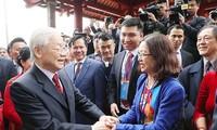 """Líder vietnamita con compatriotas en ultramar en el programa """"Primavera en la tierra natal"""""""