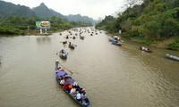 Inician festividades tradicionales en varias localidades vietnamitas