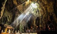 Gran afluencia turística en Ngu Hanh Son en el inicio del Año Nuevo Lunar