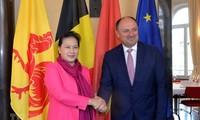 Presidenta parlamentaria de Vietnam se encuentra con ministro presidente de Valonia