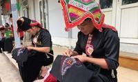 Pieu, la bufanda de amor de las mujeres Thai Negro