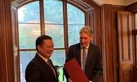 Vietnam y Reino Unido comparten experiencias en sector financiero