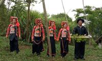El juego del columpio en la comunidad étnica Ha Nhi
