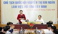 Líder del Legislativo trabaja con dirigentes de Tay Ninh