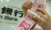 China devalúa su moneda frente al dólar