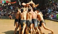 Độc đáo hội vật cầu làng Vân
