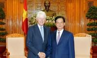 ท่านเหงียนเติ๊นหยุง นายกรัฐมนตรีเวียดนามให้การต้อนรับนายบิล คลินตั้น อดีตประธานาธิบดีสหรัฐ