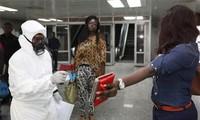 สหภาพแอฟริกาเรียกร้องให้ยกเลิกคำสั่งห้ามการเดินทางผ่านเพื่อควบคุมการแพร่ระบาดของไวรัสอีโบลา