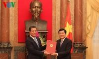 ประธานประเทศเจืองเติ๊นซางมอบหนังสือแต่งตั้งเอกอัครราชทูตใหม่ 16 คน