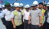 รองนายกรัฐมนตรีหว่างจุงห่ายตรวจสอบการปฏิบัติโครงการก่อสร้างทางไฮเวย์ดานัง – กว๋างหงาย