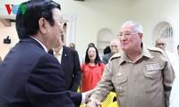 ประธานประเทศเจืองเติ๊นซางพบปะกับชมรมชาวเวียดนามที่อาศัยในคิวบา