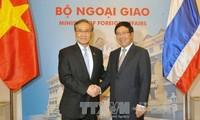 รองนายกรัฐมนตรีและรัฐมนตรีต่างประเทศเวียดนามเจรจากับรัฐมนตรีต่างประเทศไทย