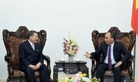 นายกรัฐมนตรีเวียดนาม เหงวียนซวนฟุก ให้การต้อนรับประธานบริษัท TCC ของไทย