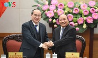 นายกรัฐมนตรีเหงียนซวนฟุ๊กเป็นประธานการประชุมระหว่างรัฐบาลกับแนวร่วมปิตุภูมิเวียดนาม