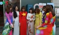"""""""อ๊าวหย่าย"""" -ชุดเสื้อยาวประจำชาติของเวียดนามในประเทศสาธารณรัฐเกาหลี"""