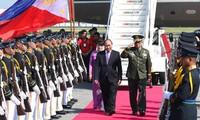นายกรัฐมนตรีเหงียนซวนฟุ๊กเข้าร่วมประชุมสุดยอดอาเซียนครั้งที่ 30 ที่กรุงมะนิลา ประเทศฟิลิปปินส์