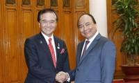 นายกรัฐมนตรีเหงียนซวนฟุ๊กให้การต้อนรับผู้ว่าการจังหวัดคานากาว่าประเทศญี่ปุ่น