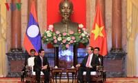 ผู้นำพรรค รัฐและรัฐสภาเวียดนามให้การต้อนรับรองประธานประเทศลาว พันคำ วิพาวัน