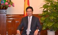 """รองนายกรัฐมนตรีฝามบิ่งมิงห์เข้าร่วมพิธีสดุดีตัวแทนดีเด่นในขบวนการ """"ตอบแทนบุญคุณ""""ที่จังหวัดแทงฮว้า"""