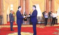 ประธานประเทศเจิ่นด่ายกวางให้การต้อนรับเอกอัครราชทูตประเทศต่างๆ