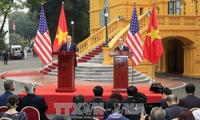 ประธานประเทศเวียดนามและประธานาธิบดีสหรัฐ เป็นประธานร่วมในการแถลงข่าวต่อสื่อมวลชน