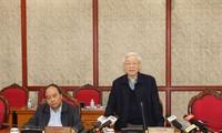 การประชุมของกรมการเมืองพรรคเกี่ยวกับการตรวจสอบงานด้านบุคลากร
