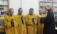 จังหวัดแค้งหว่านิมนต์พระ 10 รูปไปปฏิบัติหน้าที่ทางศาสนาในอำเภอเกาะเจื่องซา