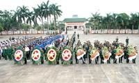 คณะผู้แทนกองทัพแห่งชาติกัมพูชาไปจุดธูปที่สุสานทหารพลีชีพเพื่อชาติในอำเภอดึ๊กเกอ จังหวัดยาลาย