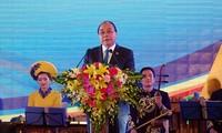 นายกรัฐมนตรีเหงียนซวนฟุ๊กและภริยาจัดงานเลี้ยงแด่ผู้แทนที่เข้าร่วมการประชุมจีเอ็มเอส 6 และซีแอลวี 10