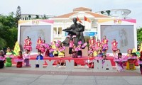 กิจกรรมรำลึกครบรอบ 128 ปีวันคล้ายวันเกิดของประธานโฮจิมินห์