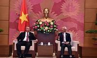 รองประธานสภาแห่งชาติเวียดนาม อวงจูลิว ให้การต้อนรับคณะผู้แทนระดับสูงคิวบา