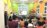 เด็กเวียดนามลองสัมผัสภาษาอินโดนีเซียผ่านนิยาย
