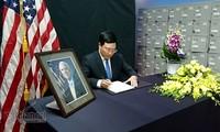 ส.ว. John McCain ผู้ที่มีส่วนร่วมเป็นอย่างมากในการกำหนดความสัมพันธ์หุ้นส่วนในทุกด้านระหว่างเวียดนามกับสหรัฐ
