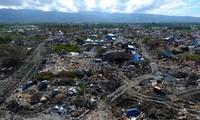 จำนวนผู้เสียชีวิตจากเหตุแผ่นดินไหวและคลื่นสึนามิอินโดนีเซียเพิ่มขึ้นอย่างต่อเนื่อง