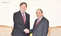 นายกรัฐมนตรีเหงียนซวนฟุ๊กให้การต้อนรับเอกอัครราชทูตโปแลนด์และทูตแห่งการท่องเที่ยวเวียดนาม