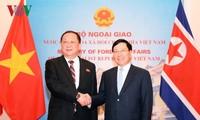 ท่านฝ่ามบิ่งมิงห์เจรจากับรัฐมนตรีต่างประเทศสาธารณรัฐประชาธิปไตยประชาชนเกาหลี