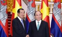 สมเด็จ ฮุนเซน นายกรัฐมนตรีกัมพูชาเสร็จสิ้นการเยือนเวียดนามด้วยผลสำเร็จอย่างงดงาม
