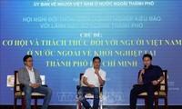 การสนทนาระหว่างผู้บริหารสำนักงานและหน่วยงานต่างๆของนครโฮจิมินห์กับนักธุรกิจเวียดนามพ้นทะเล