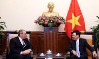 รองนายกรัฐมนตรีและรัฐมนตรีว่าการกระทรวงการต่างประเทศเวียดนามให้การต้อนรับเอกอัครราชทูตอียิปต์