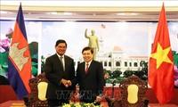 ผู้บริหารนครโฮจิมินห์ให้การต้อนรับรองนายกรัฐมนตรีกัมพูชา ซอร์เค็ง
