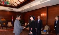 ประธานสภาแห่งชาติเหงียนถิกิมเงินพบปะหารือกับประธานรัฐสภากัมพูชา
