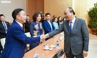 """นายกรัฐมนตรี เหงียนซวนฟุ๊ก พบปะกับชาวเวียดนามโพ้นทะเลที่เข้าร่วมรายการ """"วสันต์ฤดูในบ้านเกิด"""" ปี 2019"""
