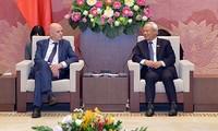 รองประธานสภาแห่งชาติ อวงจูลิวให้การต้อนรับกลุ่มส.ส.มิตรภาพเบลเยียม-เวียดนาม