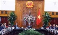 นายกรัฐมนตรีเหงียนซวนฟุ๊กให้การต้อนรับคณะผู้แทนสภาประกอบธุรกิจสหรัฐ – อาเซียน