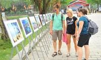การจัดแสดงภาพถ่ายยกย่องสดุดีทะเลและเกาะแก่งเวียดนาม