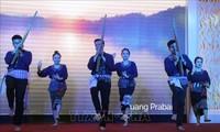 การพบปะกับนักศึกษาลาวและกัมพูชาที่กำลังศึกษาในเวียดนามในโอกาสเทศกาลบุญปีใหม่และโจลชนัมทเมย