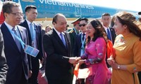 """นายกรัฐมนตรีเหงียนซวนฟุ๊กเดินทางถึงกรุงปักกิ่ง ประเทศจีน ร่วมการประชุม """" หนึ่งแถบ หนึ่งเส้นทาง"""""""