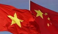 นายกรัฐมนตรี เหงียนซวนฟุ๊ก เจรจากับนายกรัฐมนตรีจีน
